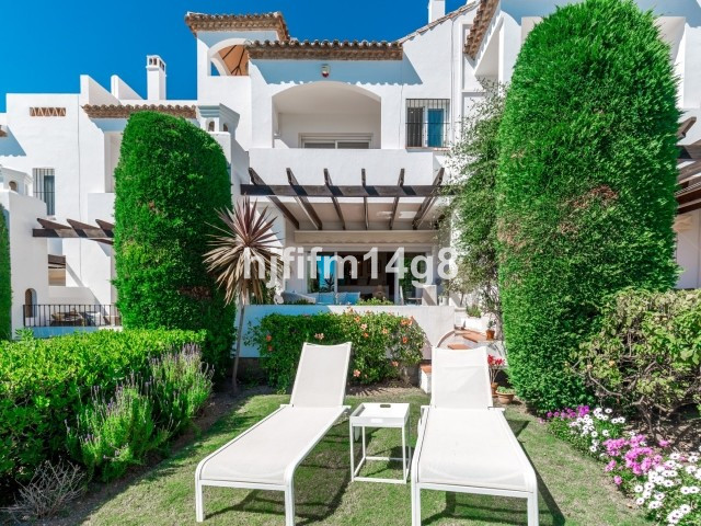 Last Green for sale. This south facing townhouse offers all you can ask for! Situated in a gated com,Spain