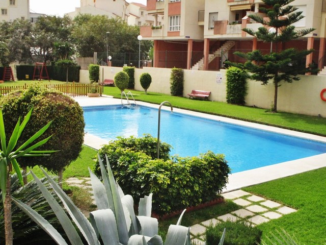 Nice apartamento inside a gated complex and located in a quiet area of Benalmadena, a short drive to,Spain