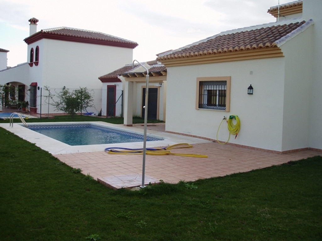 The house comprises a Living-dining room, hall, kitchen, three bedrooms, two bathrooms, dressing roo, Spain