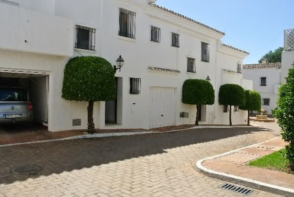 A lovely 2 bedroom townhouse for the sale in the exclusive Los Naranjos Country Club in Nueva Andalu, Spain