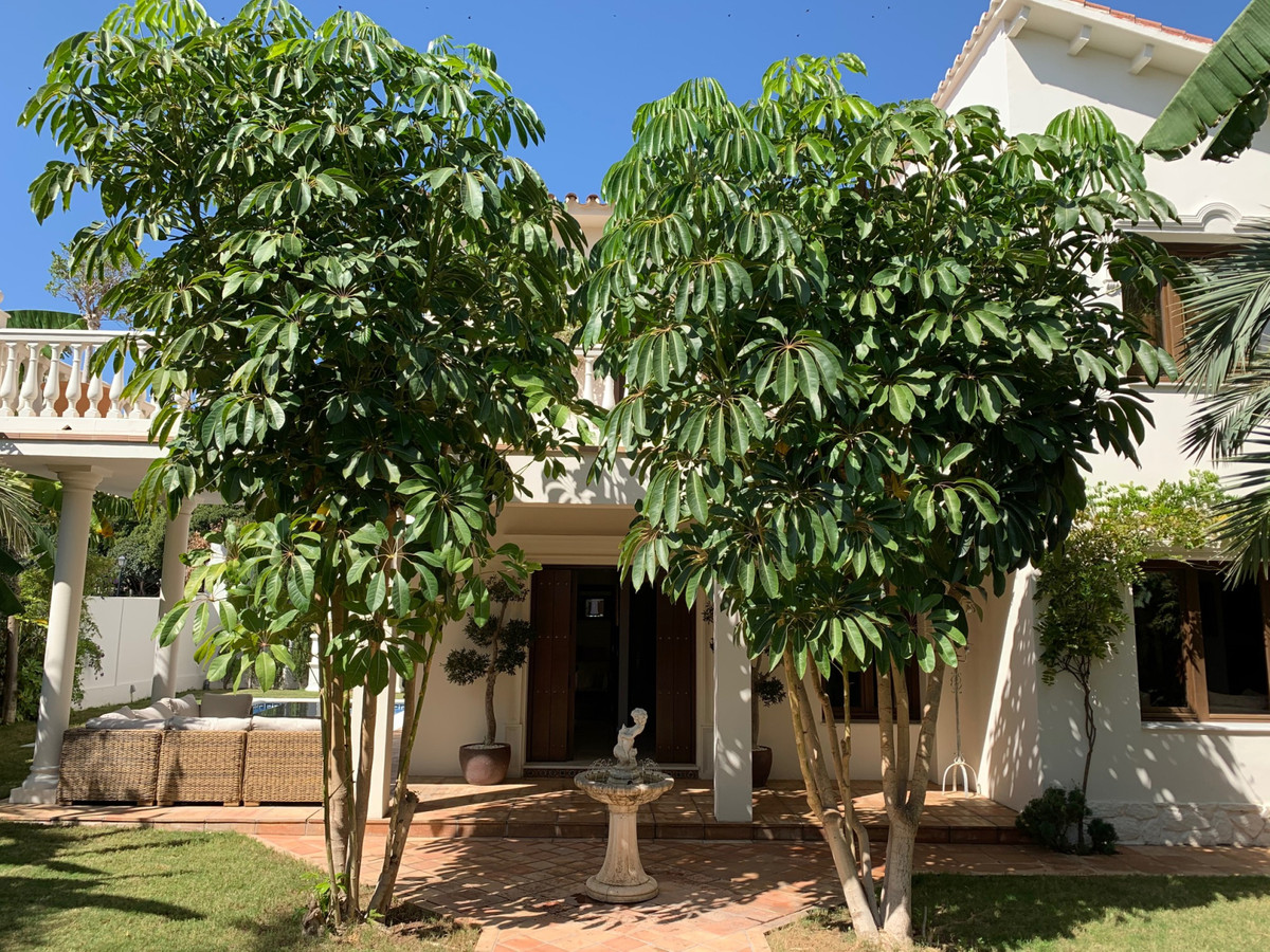 Impressive luxury villa with first quality materials and furniture.  Located in the centre of La Cal,Spain