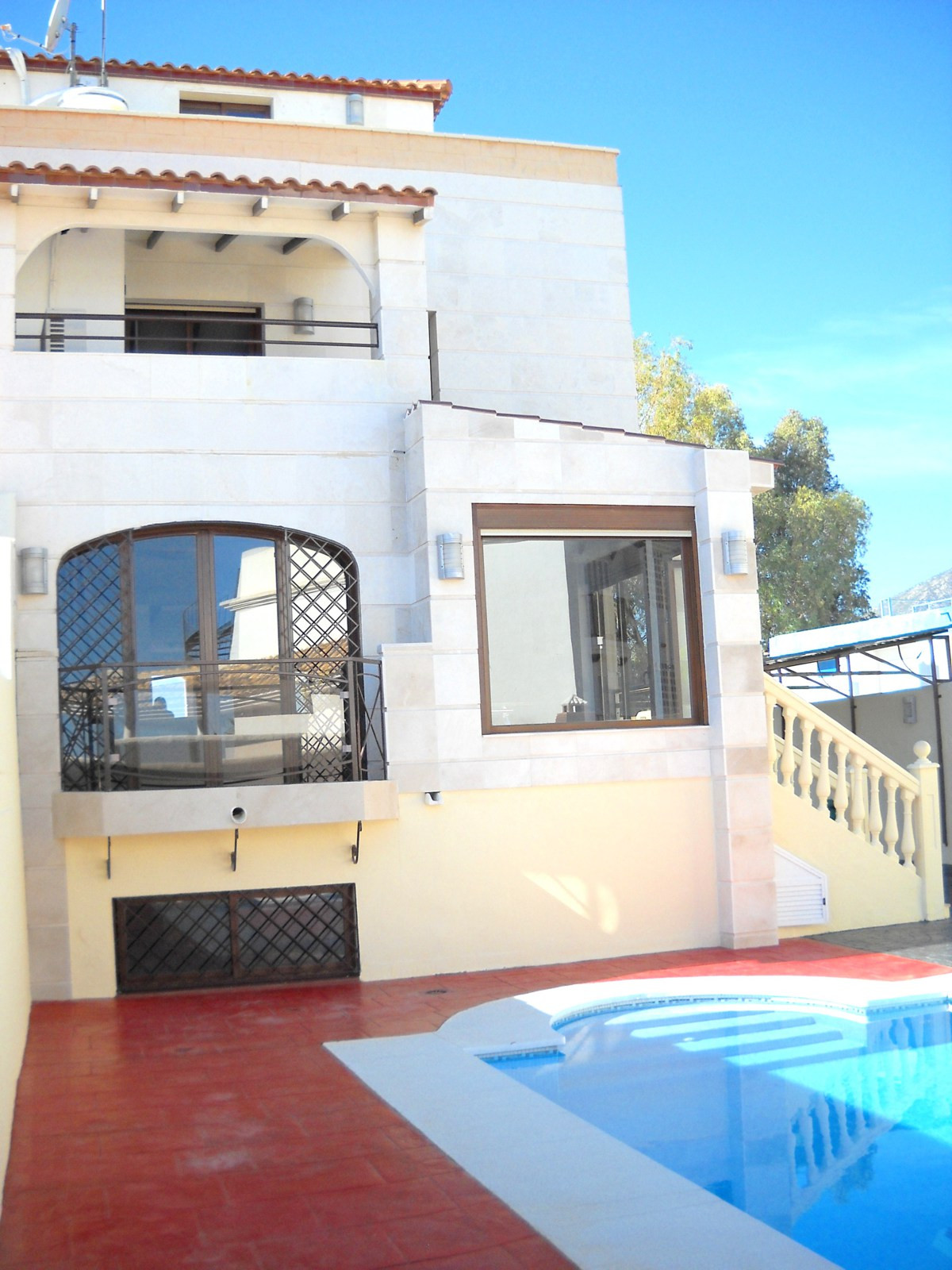 Sale 2 matched identical. Each has a private swimming pool, indoor parking for several cars, barbecu,Spain
