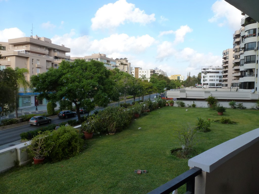 Apartment for reform in Ricardo Soriano. First floor south facing overlooking the main avenue of Mar,Spain