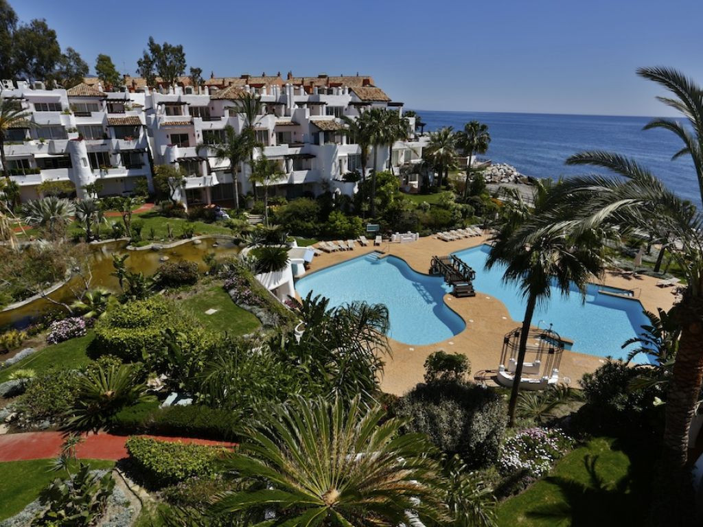 Beautiful penthouse of 200 m2, located in Puerto Banus, Marbella.La fully furnished, and it has a lo,Spain