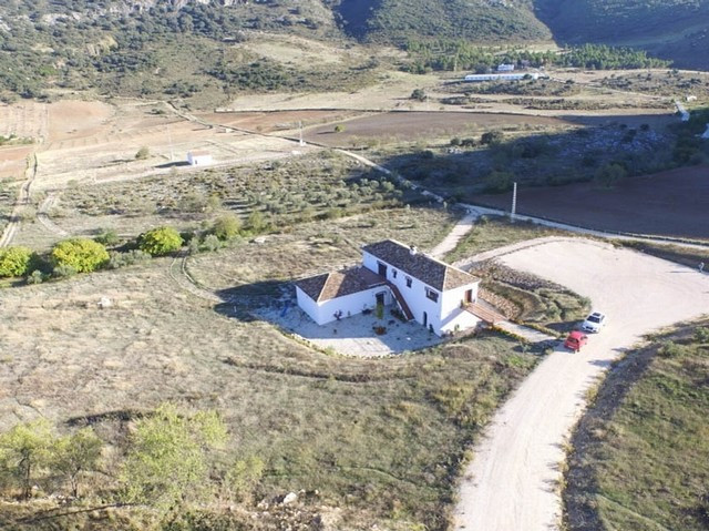 INVESTMENT OPPORTUNITY! RECENTLY REDUCED FROM 590.000€ TO 395.000€ !  Ideal for multiple uses: Recre, Spain