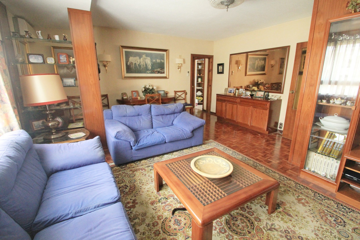 A beautiful apartment with a lot of space and natural light is now available for sale in Soho area. ,Spain
