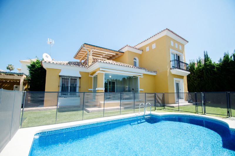Beautiful Villa set on the largest plot in this urbanization in bahia de Marbella. The Villa was ref, Spain