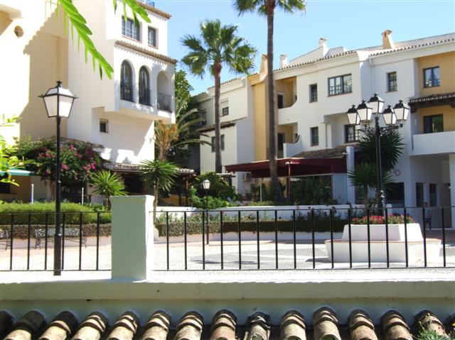 Ground floor 1 bed 1 bath apartment located right in the sports marina of Puerto Cabopino.Open plan , Spain