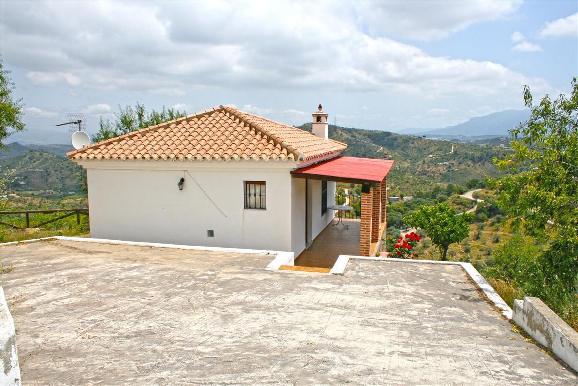 Charming country house with beautiful panoramic views of the countryside and Monda village. The prop, Spain