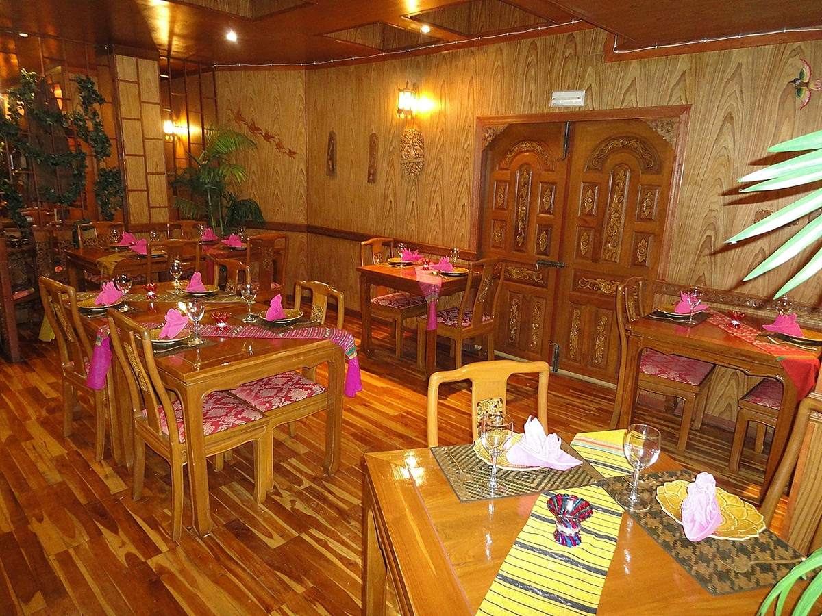 Beautifull, charming Thais restaurant, very well decorated, kitchen fully equipped close to beach. r,Spain