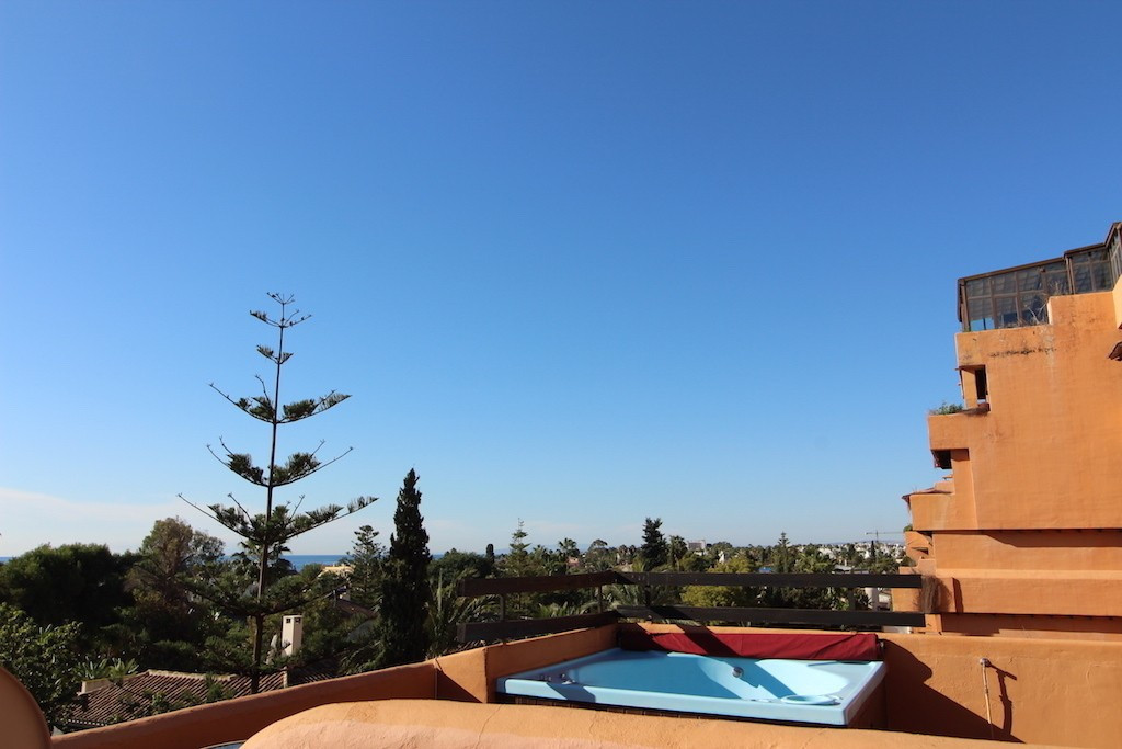 Fabulous duplex penthouse located in the famous New Golden Mile on the beach side. At the entrance o,Spain