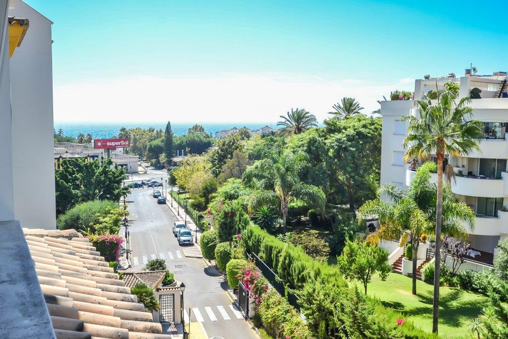 Beautiful duplex penthouse for sale in Costa Nagueles, Marbella. Nice penthouse of 3 bedrooms and 2 , Spain