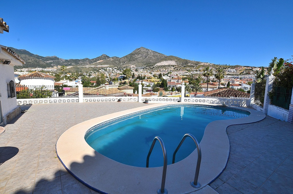 ORIGINAL PRICE OF 399.000 € NOW REDUCED TO 325.000 €! OPPORTUNITY  Nice villa located in Arroyo de l,Spain