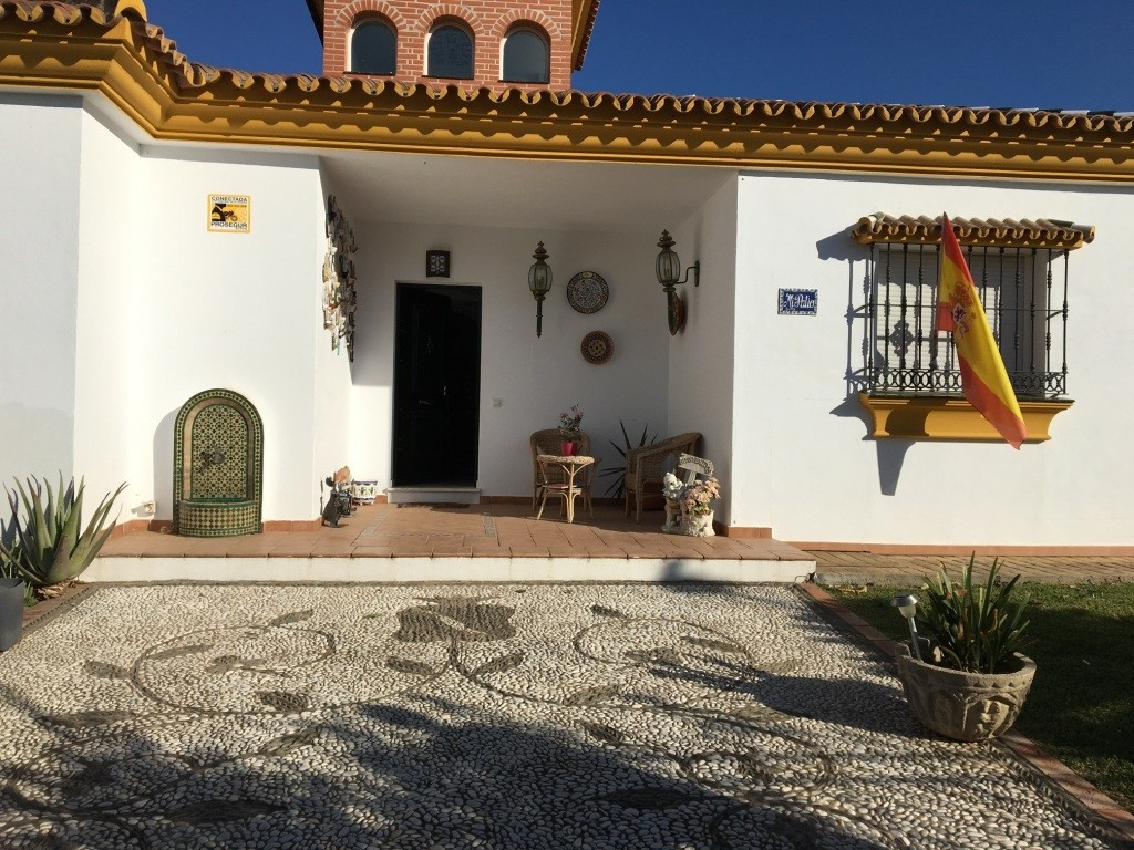 For sal a  fantastic one floor villa of an Arabic style in a quiet area and 5 minutes from the Centr, Spain