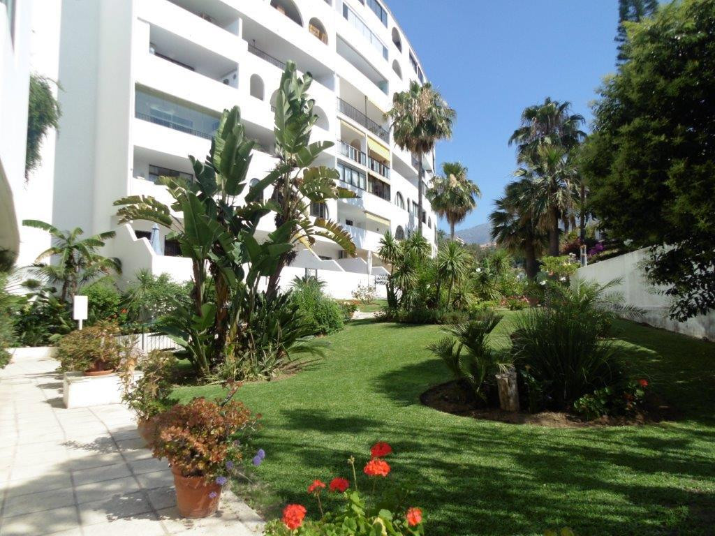 Large property for sale in Torreblanca set in a nice urbanization with pool and communal parking. Th,Spain