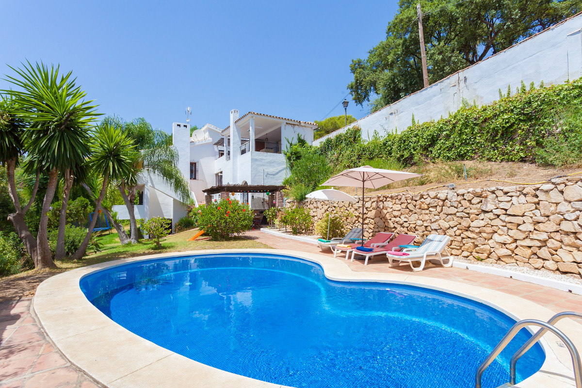 REDUCED TO 635,000 EUROS!! - FANTASTIC INVESTMENT OPPORTUNITY  4 Bedroom 3 Bathroom South Facing vil,Spain