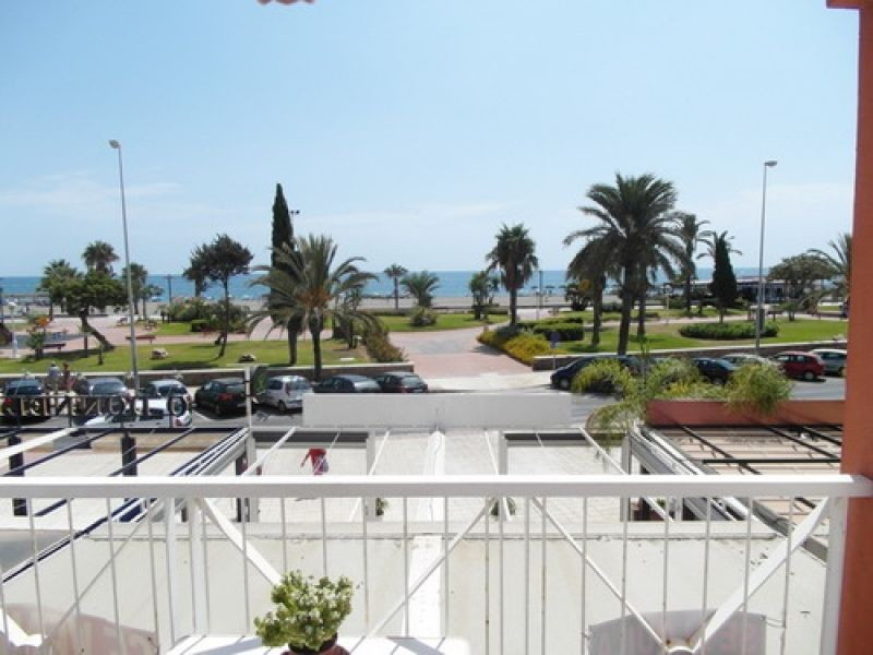 First beach line flat with wonderful views to the sea, orientation South, furnished, large fitted ki, Spain
