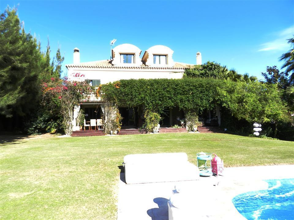 OTOGRANDE ALTO, Luxury villa with 10 bedrooms .....  Fantastic opportunity to acquire this double b,Spain