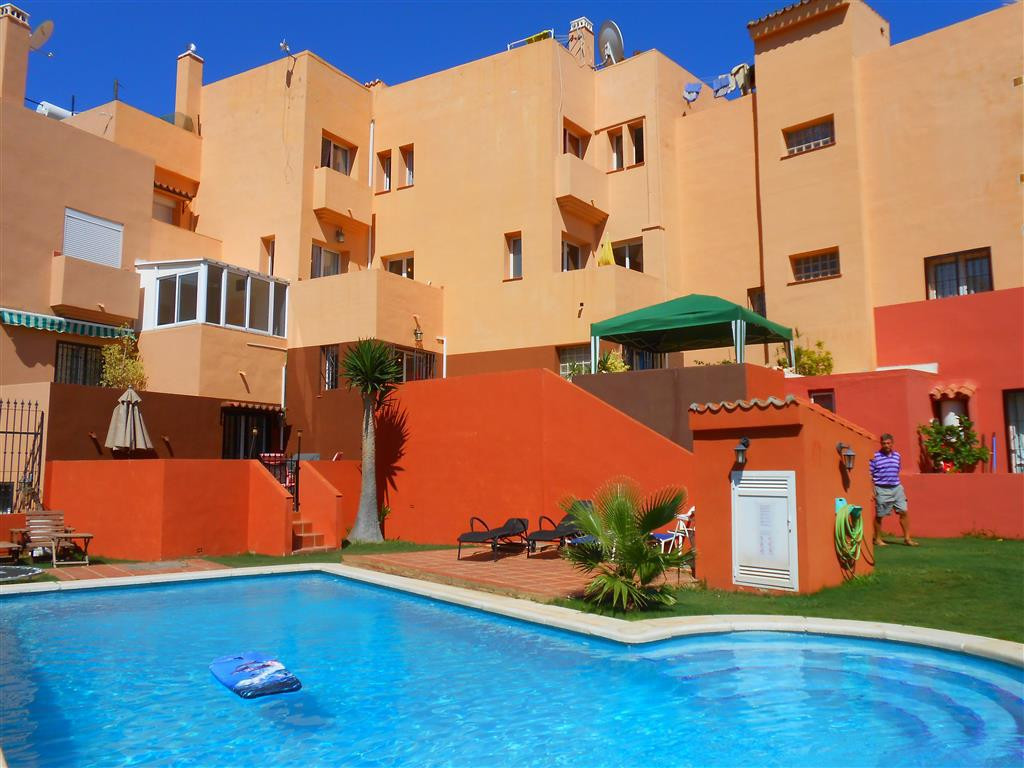 In a quiet cul de sac in the upper part of Torreblanca, in a small community of townhouses with a sh, Spain