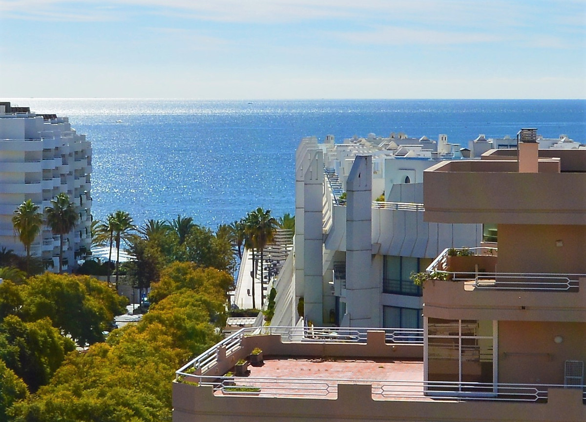 LARGE APARTMENT IN UNBEATABLE LOCATION. PARTIAL VIEWS TO THE SEA. SOUTH ORIENTATION. VERY BRIGHT!!  ,Spain