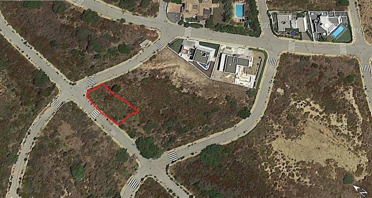 PLOT OF LAND OF 500M2 FOR A VILLA OF 150M2. Located in the area of PUNTA CHULLERA, next to the Sotog,Spain
