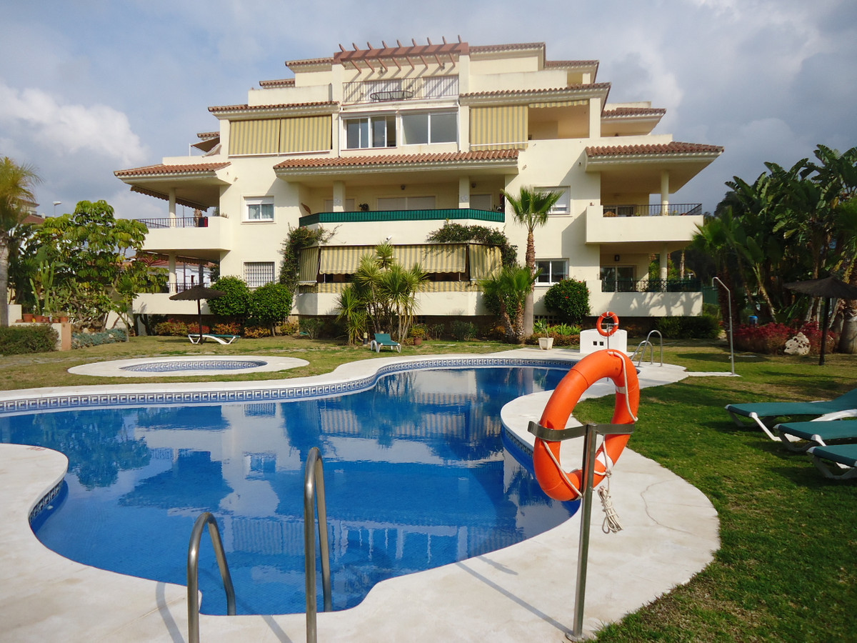 SPACIOUS PENTHOUSE IN LA CALA HILLS  IN A COMPLEX OF ONLY 18 APARTMENTS. THE PROPERTY OCCUPIES THE W, Spain