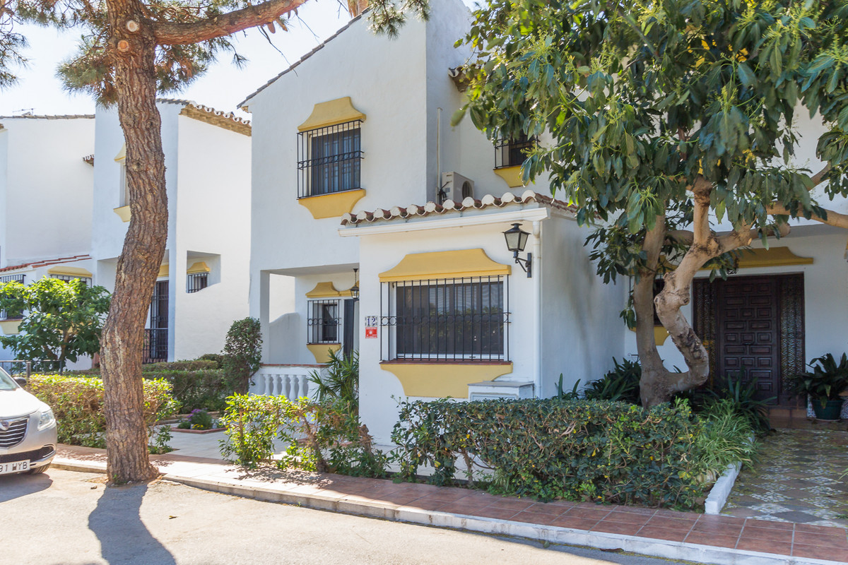 A FULLY MODRNISED AND BEAUTIFULLY PRESENTED SEMI-DETACHED HOUSE WITH SEA GLIMPSES, OWN PATIO, SMALL ,Spain