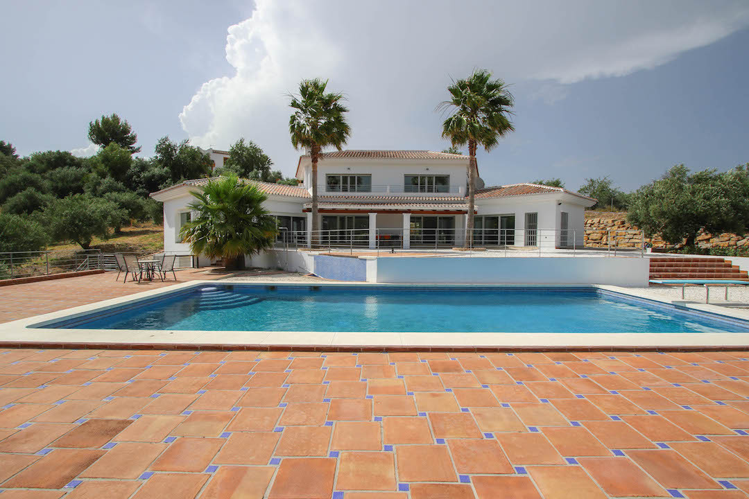 BRAND NEW Villa with amazing open views of Monda Castle.  This recently constructed villa sits in a ,Spain