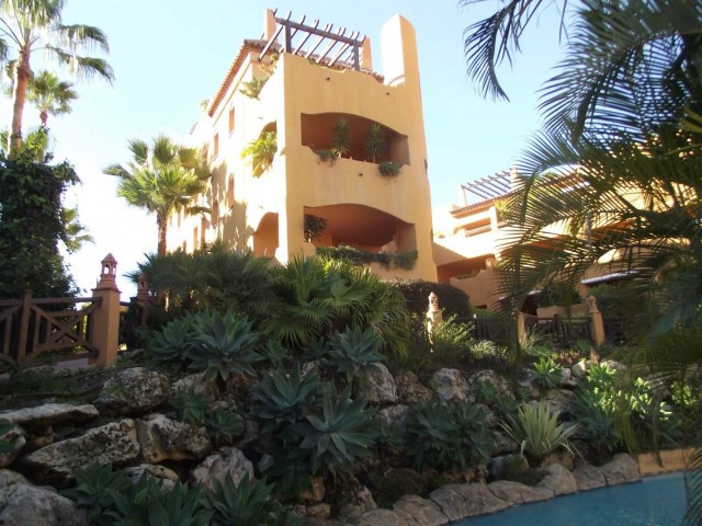 A rare opportunity to buy a spacious3 bed apt at the exclusive development of Jardines del Albaicin , Spain