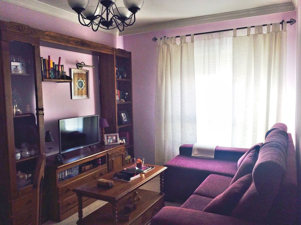 Well-communicated apartment lest than 500m2 from the beach, consisting of 2 bedrooms with fitted war, Spain
