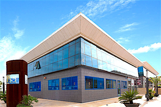 """Ideally located unfurnished commercial premises in the business centre """"PUERTA DE BANUS"""" a,Spain"""