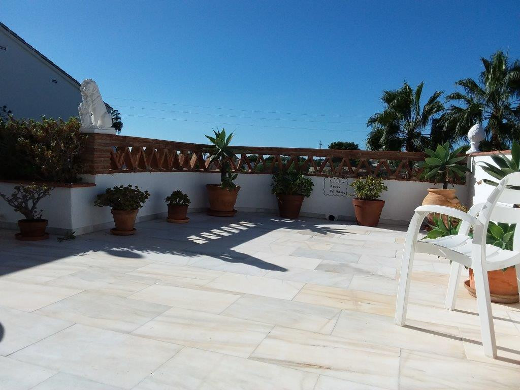 LARGE HOUSE WITH A MAGNIFICENT  LARGE SUNNY WEST FACING TERRACE.  in a quiet part of Calahonda  3  b, Spain