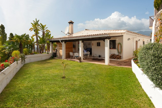 Beautifully presented villa overlooking the lake of Istan. Situated in a very small community just 1, Spain