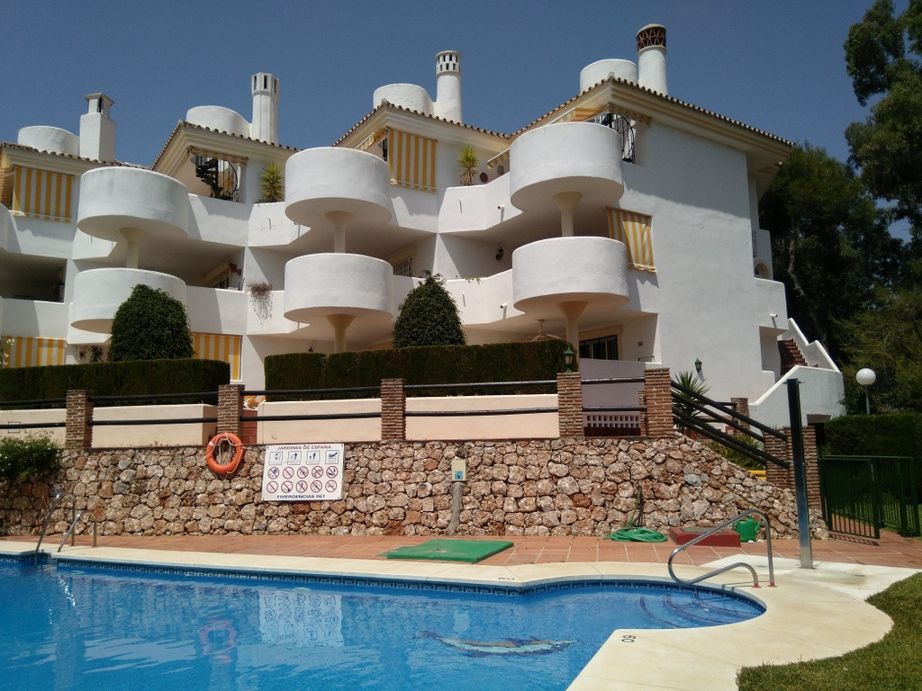2 Bed / 1 Bath large ground floor apartment with 40m2 terrace + 12m2 garden situated at the bottom o, Spain