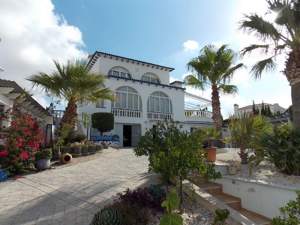 -Land/Plot 780m2 -House 263m2 -3 Bathrooms -4 Bedrooms - Large Kitchen, Living and Dining Room -2 Te,Spain