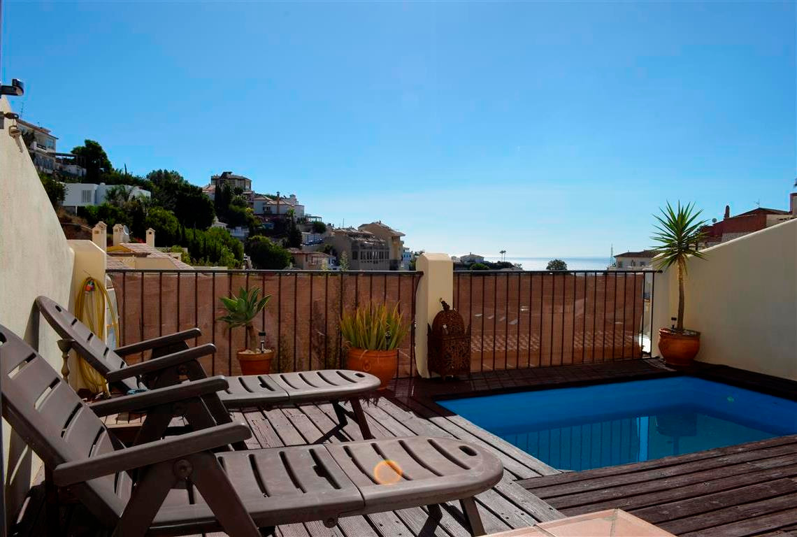 A modern 4 bedroom 3 bathroom south facing townhouse which is conveniently located just 15 minutes' ,Spain