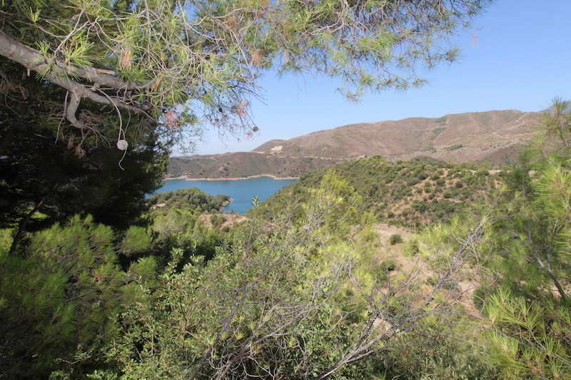 Splendid and tranquil retreat for a holiday home or full time living in Cerros del Lago. The propert,Spain