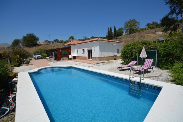 Beautiful Finca with OCA LICENSE FOR HORSES and Total Privacy. Located just Five minutes from Pizarr, Spain