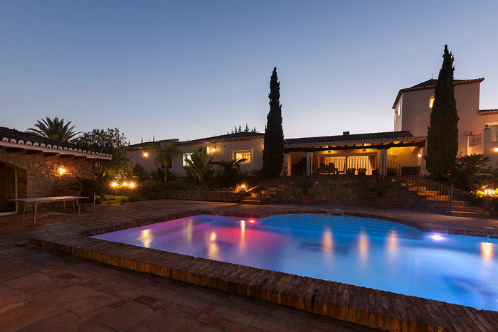 Cortijo las Piedras is a rare gem of an estate, located down a small lane of similarly distinguished, Spain