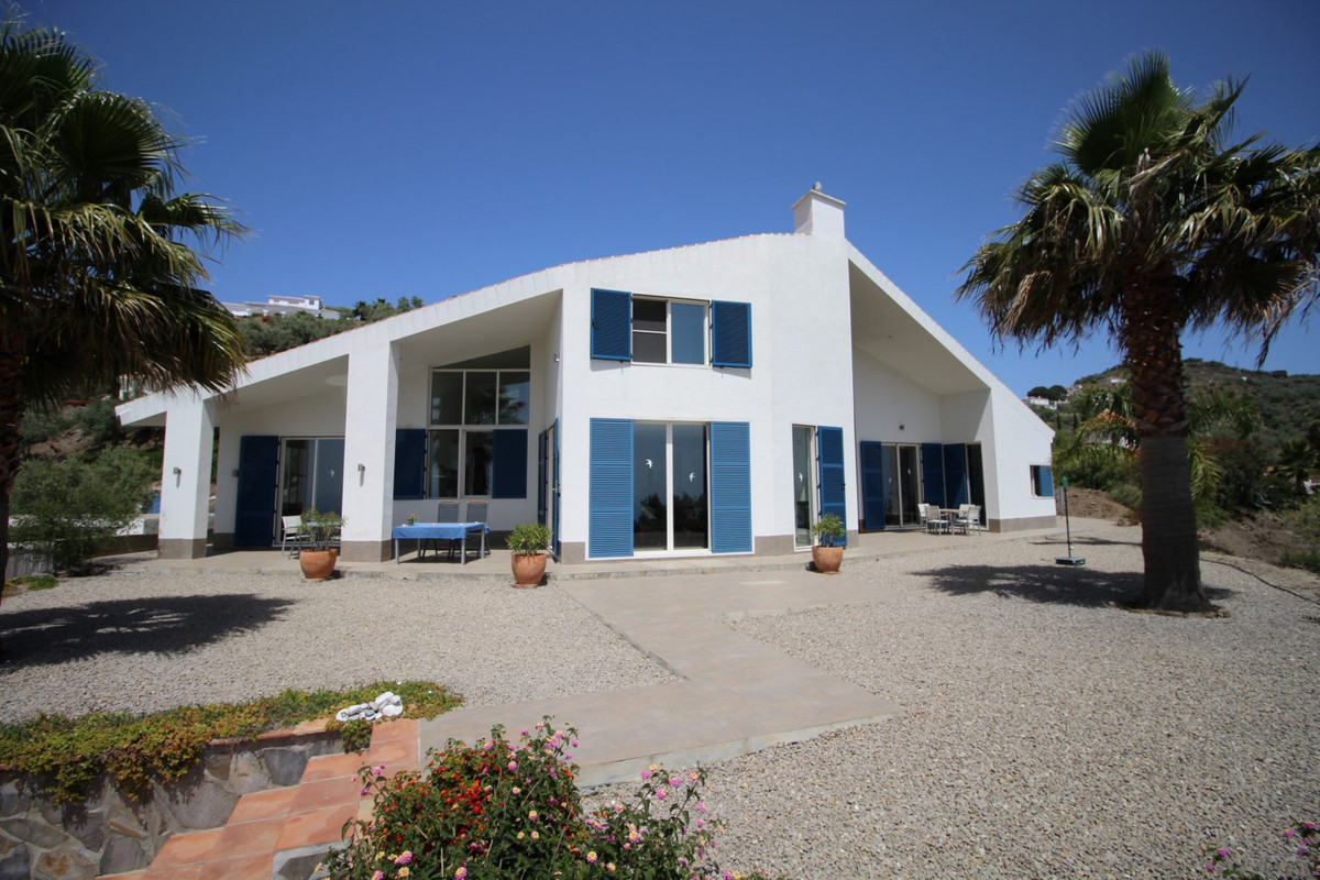 Wonderful Villa in Arenas with panoramic views to the sea and the mountains. The Villa is distribute, Spain
