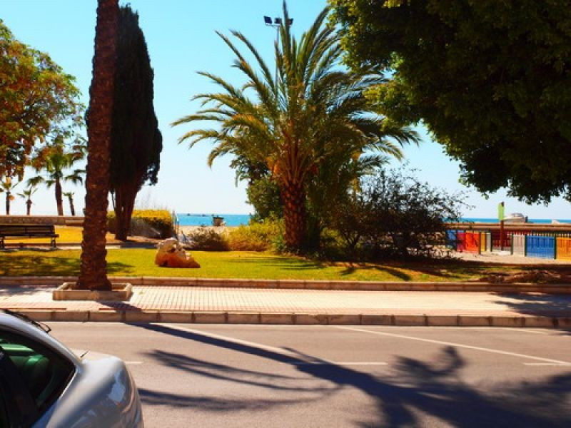 Fantastic restaurant in front of the beach and the Yacht Club, completely furnished, parquet, barnac,Spain