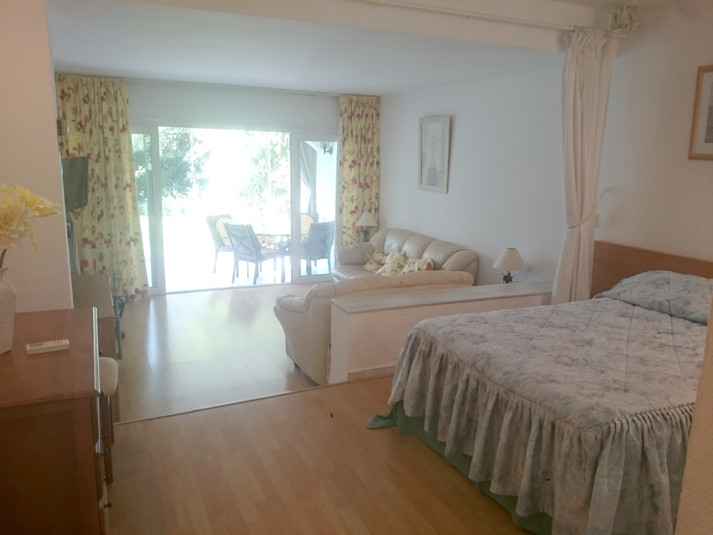 Lovely Studio on the ground floor near the Miraflores Club, has a kitchenette, fully renovated bathr, Spain
