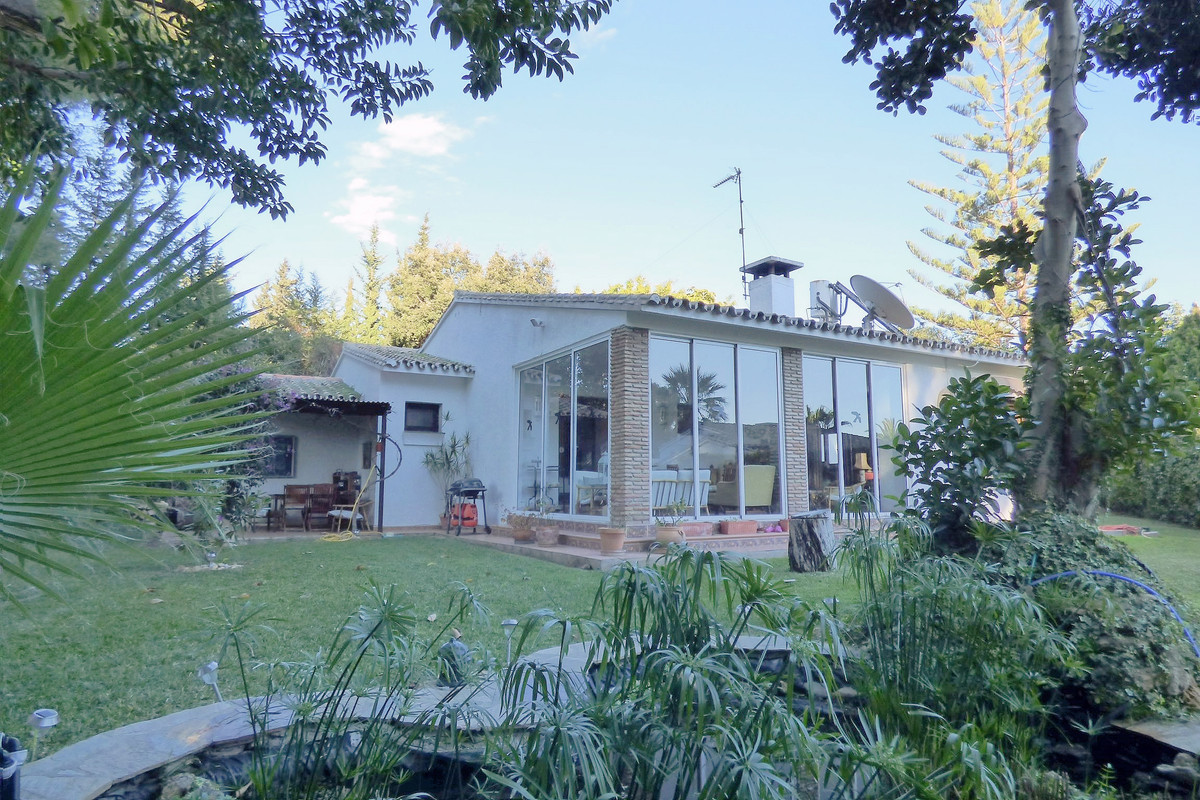 Cosy Villa  3 bedrooms, 3 bathrooms, large living room, american kitchen, master bedroom with bathro Spain