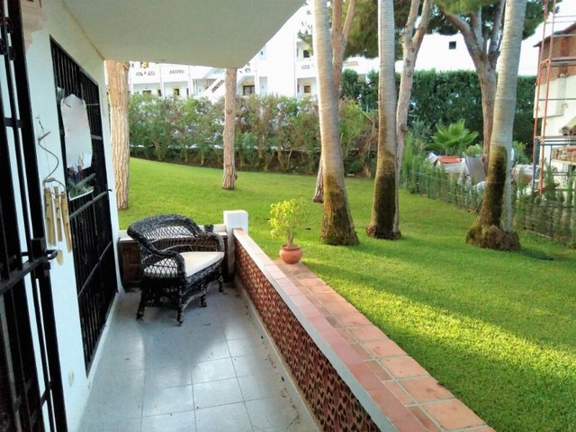 Lovely ground floor one bedroom apartment in a complex located in Calahonda close to everything and ,Spain