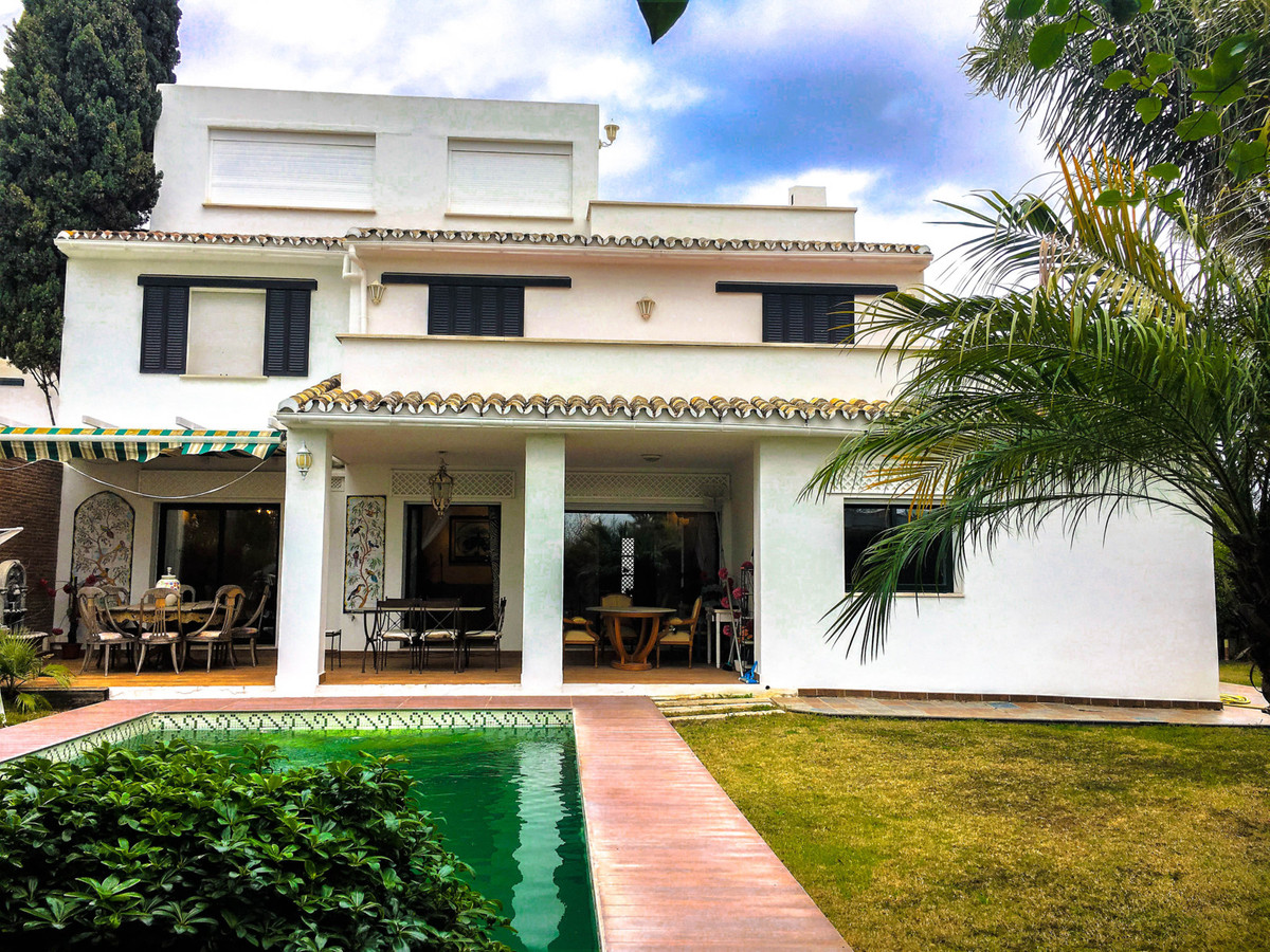 UNDER OFFER  This Spanish style semi-detached house , located within walking distance to the beach, ,Spain