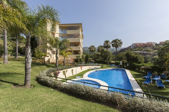 Wonderful apartment with lovely golf and sea views in the complex Las Terrazas de Santa Maria Golf i, Spain