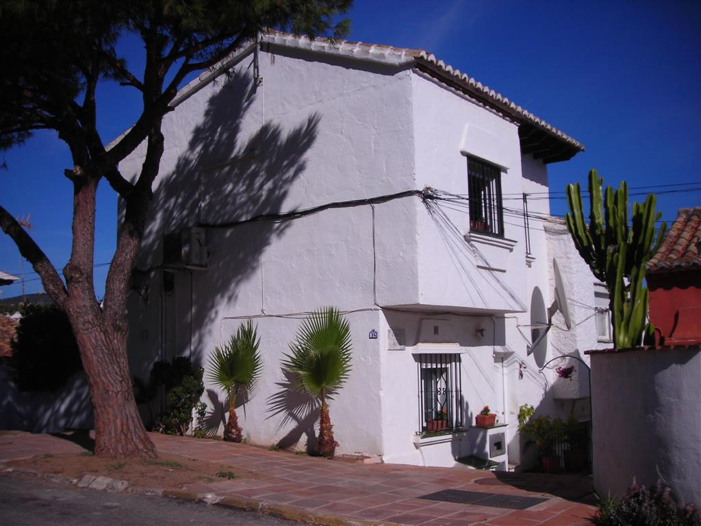 This is an attractive home for a buyer located within a 7 minute walk to the beach and even closer t, Spain
