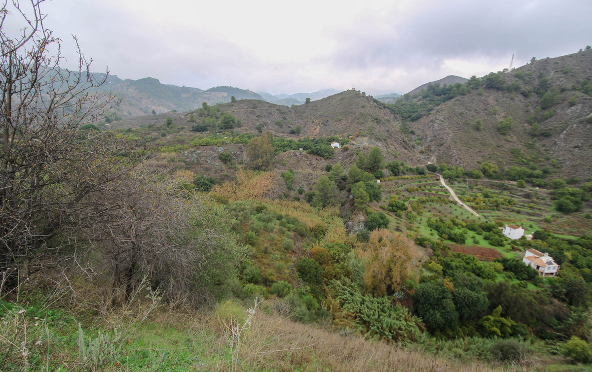 Incredibly private plot located between Alozaina and Yunquera.  This tranquil plot runs right down t, Spain