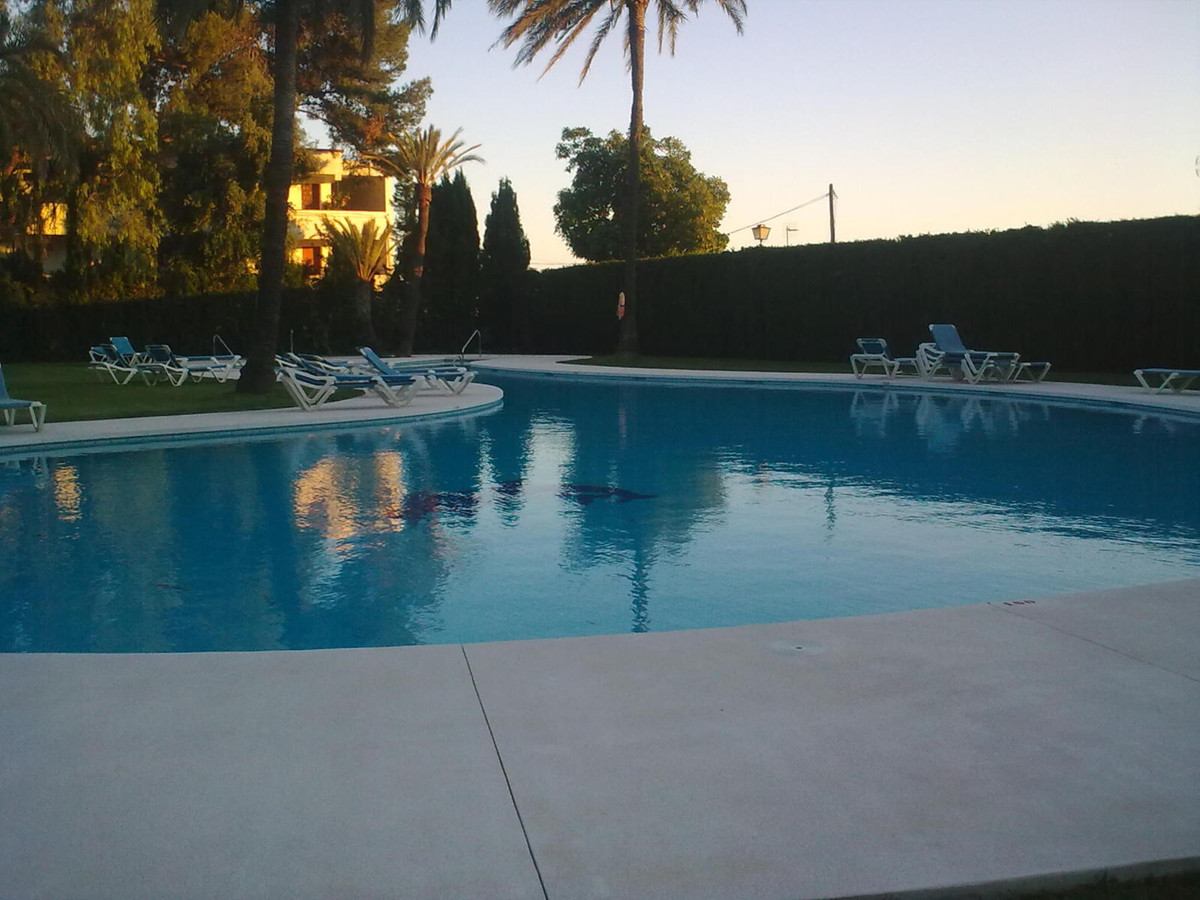 This studio is located in Nueva Andalucia near several golf courses and only a few minutes drive to , Spain