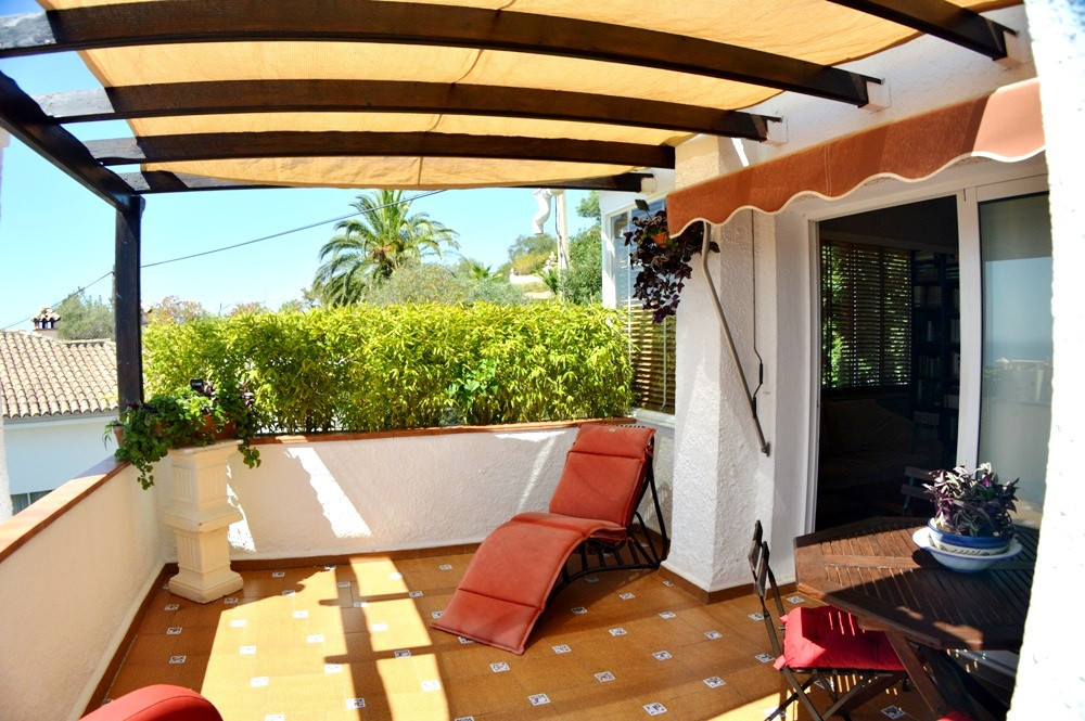 Penthouse apartment in peaceful area only 8 minutes from the beach. Great terrace with beautiful vie, Spain